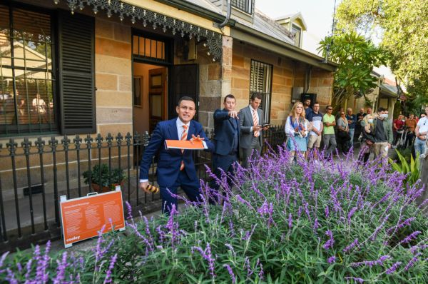 Sydney home sellers increase their asking prices mid-campaign as housing market booms